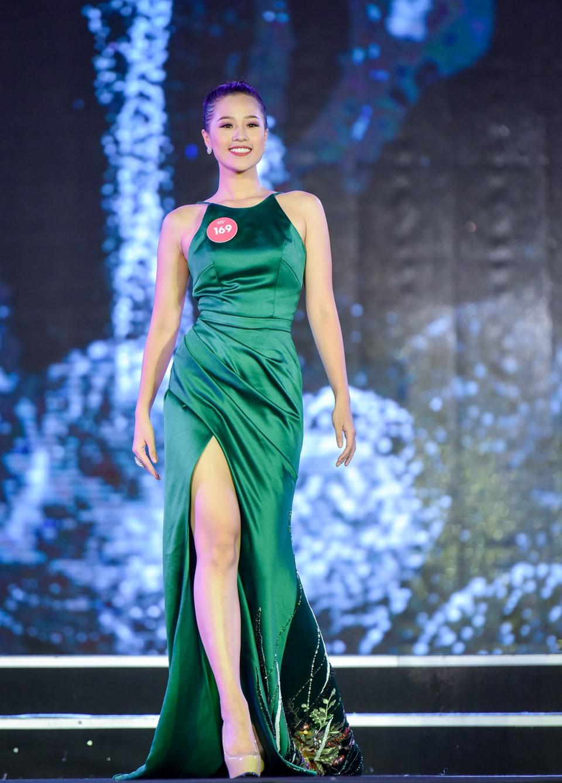 Những điều thú vị của dàn thí sinh lọt vào chung kết Hoa hậu Việt Nam 2018: Người eo nhỏ hơn cả Ngọc Trinh, người đỗ thạc sĩ tại Anh - Ảnh 11.