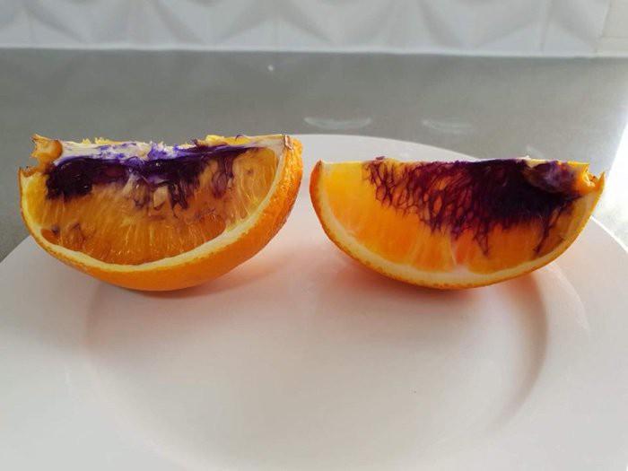 Miếng cam vàng óng ả bỗng hóa màu tím chỉ sau một đêm, và giới khoa học không hiểu tại sao - Ảnh 2.
