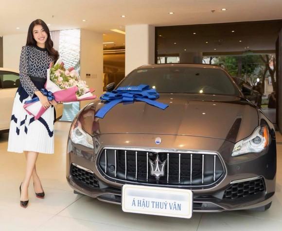 Á hậu Thúy Vân tự thưởng cho mình xế hộp 7 tỷ đồng sau thời gian làm việc vất vả - Ảnh 2.