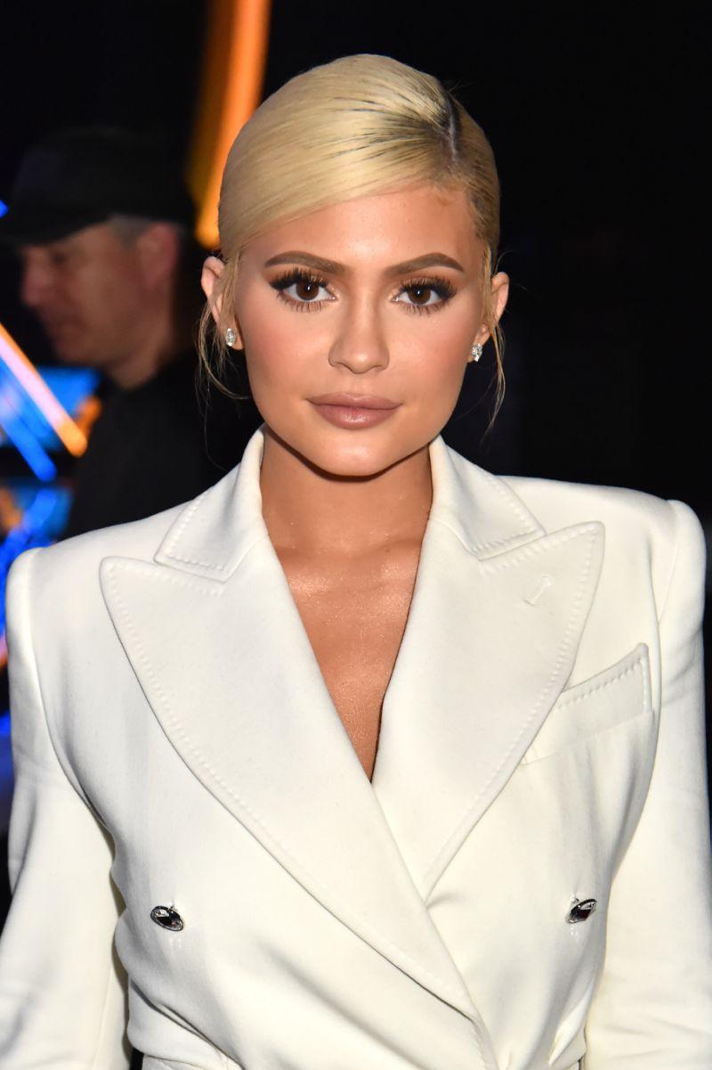 Rút bớt filler ra khỏi môi, Kylie Jenner như biến hình thành người khác mà vẫn xinh đẹp lung linh - Ảnh 5.