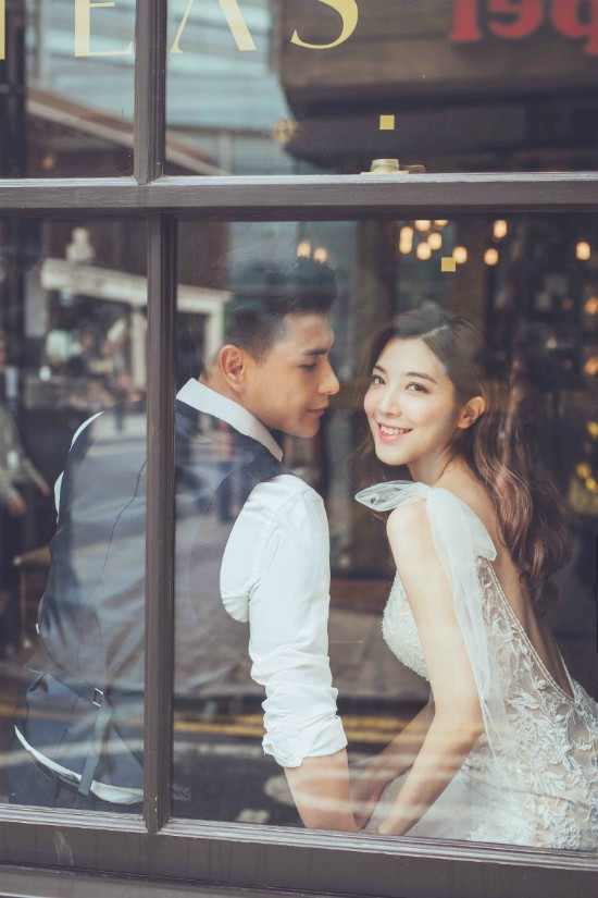 Bộ ảnh cưới của tài tử TVB Trần Triển Bằng và thí sinh Hoa hậu Hong Kong kém 13 tuổi được hé lộ - Ảnh 1.