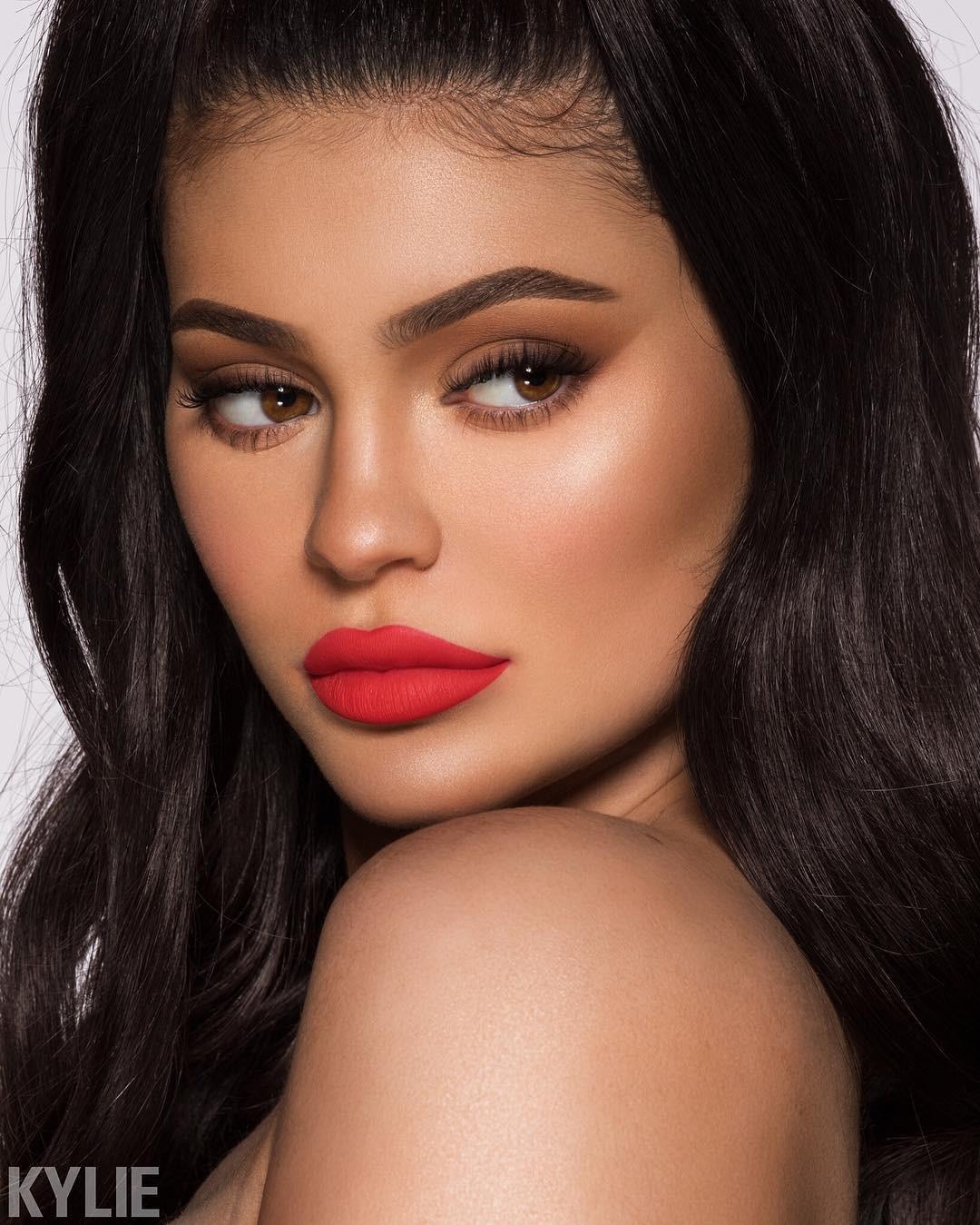 Rút bớt filler ra khỏi môi, Kylie Jenner như biến hình thành người khác mà vẫn xinh đẹp lung linh - Ảnh 6.
