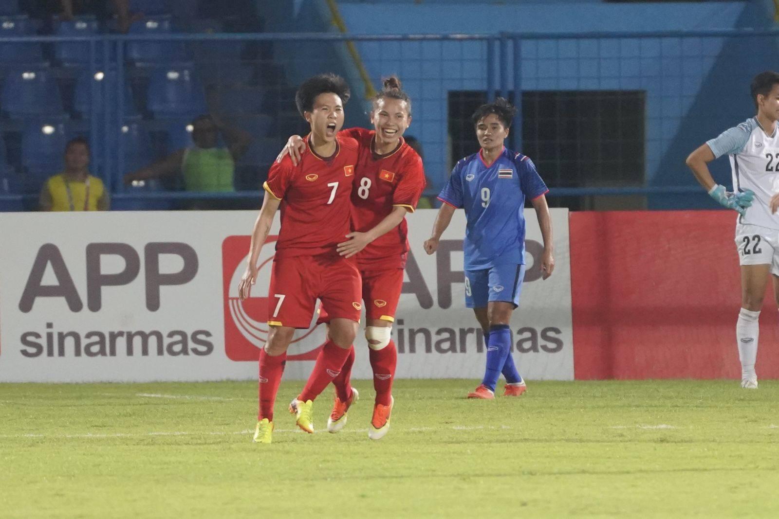 Cầu thủ Olympic Việt Nam tặng 250 triệu đồng cho đội tuyển nữ Việt Nam - Ảnh 2.