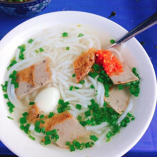 Khám phá con hẻm street-food ở Nha Trang mà chỉ 50k cũng có thể ăn đặc sản no căng - Ảnh 2.