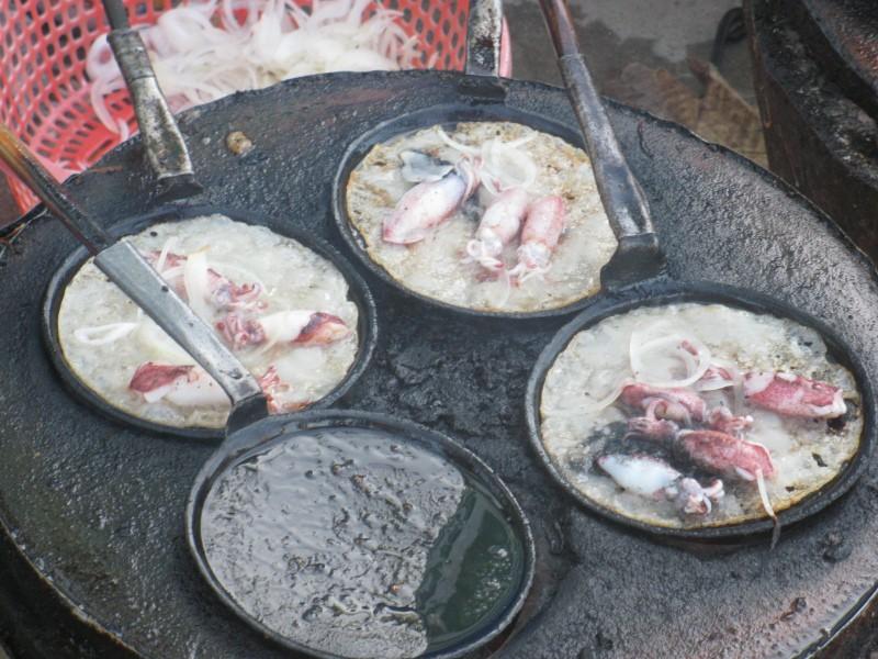 Khám phá con hẻm street-food ở Nha Trang mà chỉ 50k cũng có thể ăn đặc sản no căng - Ảnh 1.