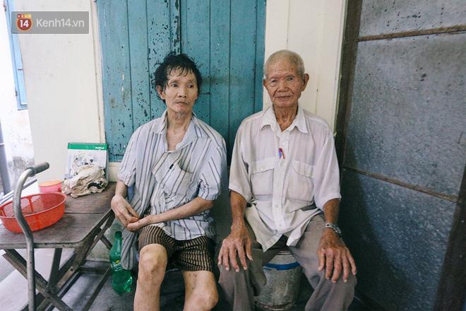 Câu chuyện đáng thương phía sau bức ảnh cụ ông ở Đà Nẵng cứ 20 giờ là tới siêu thị mua cơm thanh lý 10.000 đồng - Ảnh 4.