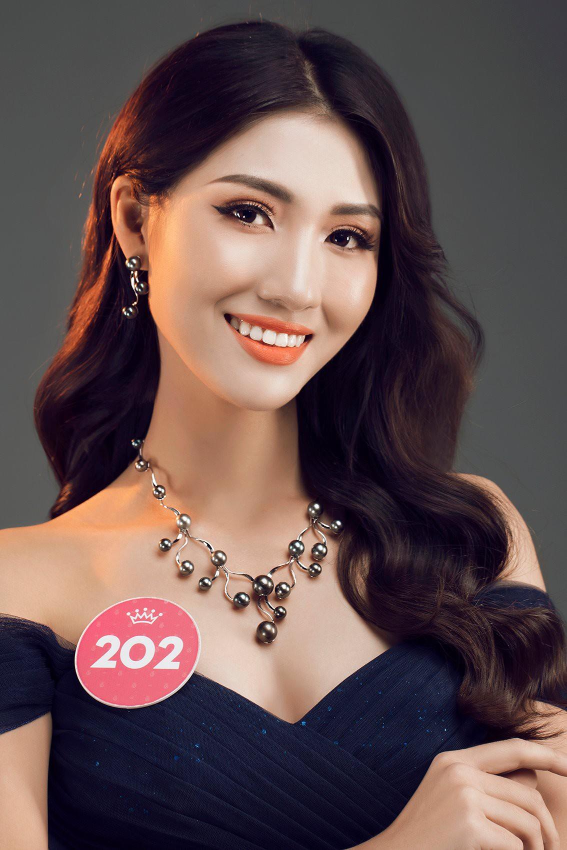 Đây là ngôi trường có 3 thí sinh được đánh giá sẽ kế nhiệm Đỗ Mỹ Linh đăng quang Hoa hậu Việt Nam 2018 - Ảnh 7.