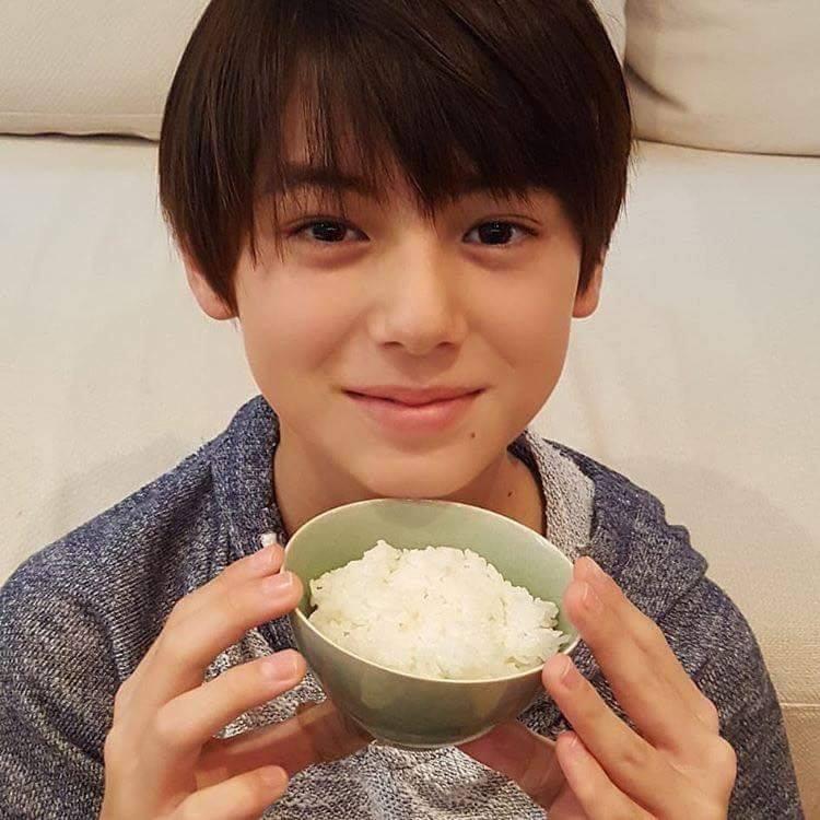 Cậu bé sinh năm 2007 mang hai dòng máu Đức - Nhật được mệnh danh là hoàng tử lai - Ảnh 5.