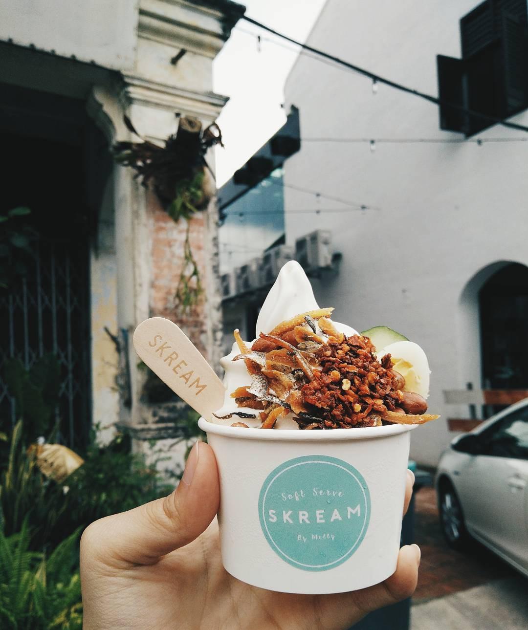 Dẫu biết rằng người Malaysia rất thích ăn cơm Nasi Lemak, nhưng chế biến chúng thành món kem thì có quá đà không? - Ảnh 2.