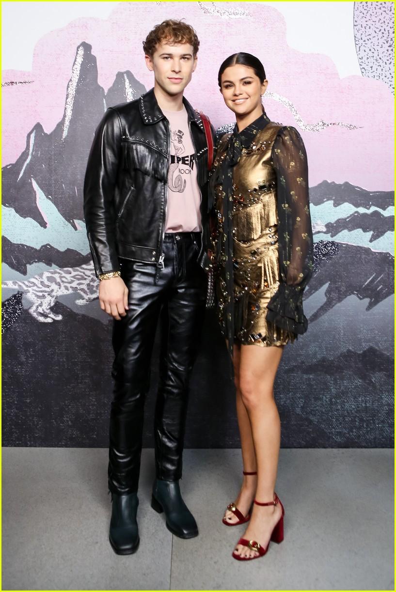 Màn đọ sắc quốc tế khủng nhất: Black Pink đẹp như hoàng tộc, nhưng Selena đẳng cấp khác hẳn? - Ảnh 2.