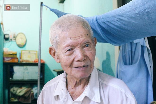 Câu chuyện đáng thương phía sau bức ảnh cụ ông ở Đà Nẵng cứ 20 giờ là tới siêu thị mua cơm thanh lý 10.000 đồng - Ảnh 6.