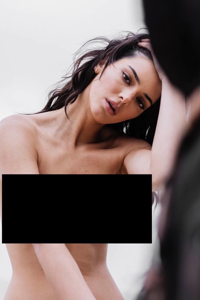Kendall Jenner lộ cả bộ ảnh khỏa thân hoàn toàn gây sốc, trở thành cái