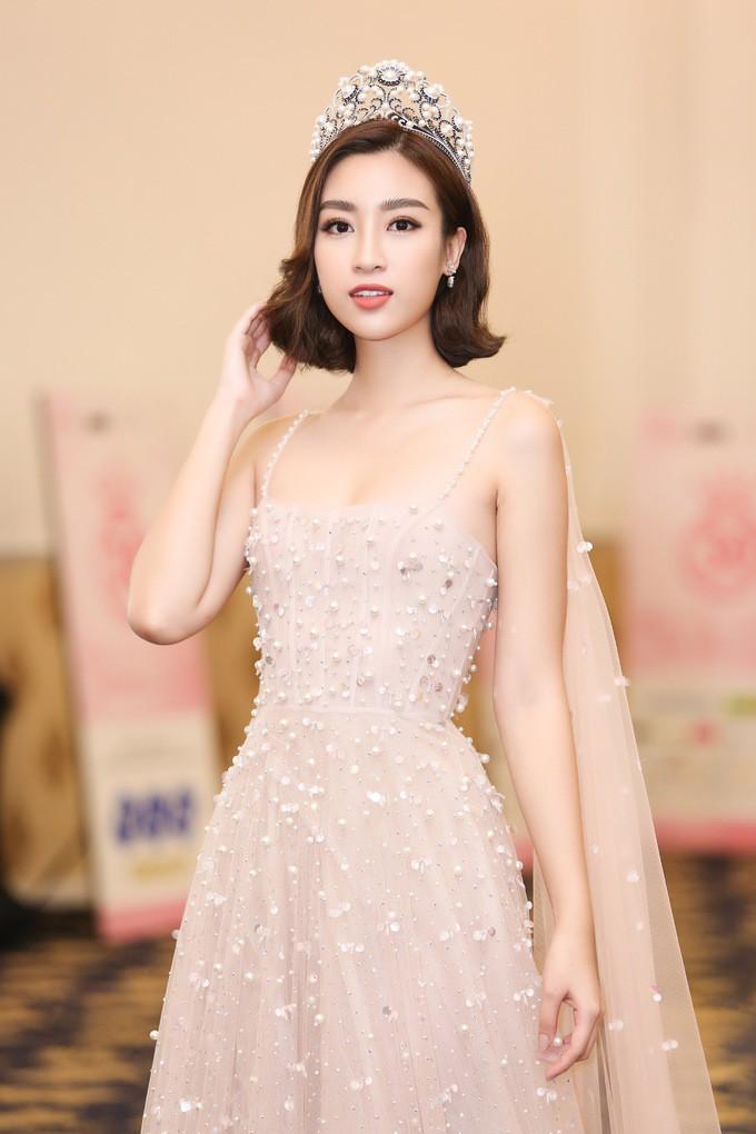 Rút kinh nghiệm cứ đăng quang là bị lục ảnh cũ, hàng loạt thí sinh Hoa hậu Việt Nam dọn dẹp Facebook cá nhân trước giờ G - Ảnh 2.
