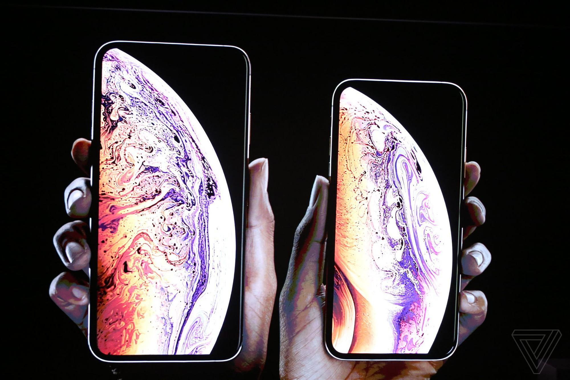 iPhone Xs/Xs Max ra mắt: Màn hình lớn nhất thị trường, thêm màu vàng sang chảnh, chụp ảnh đẹp hơn, có 2 SIM, 512GB dung lượng - Ảnh 1.