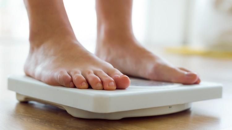 Thường xuyên ăn đêm sau 23h khiến bạn gặp phải hàng loạt vấn đề sức khỏe tai hại - Ảnh 2.