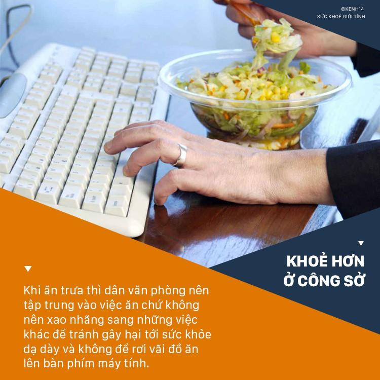 Ăn cơm trưa ở văn phòng cần tránh ngay 5 thói quen sau kẻo gây ảnh hưởng không tốt cho sức khỏe - Ảnh 5.