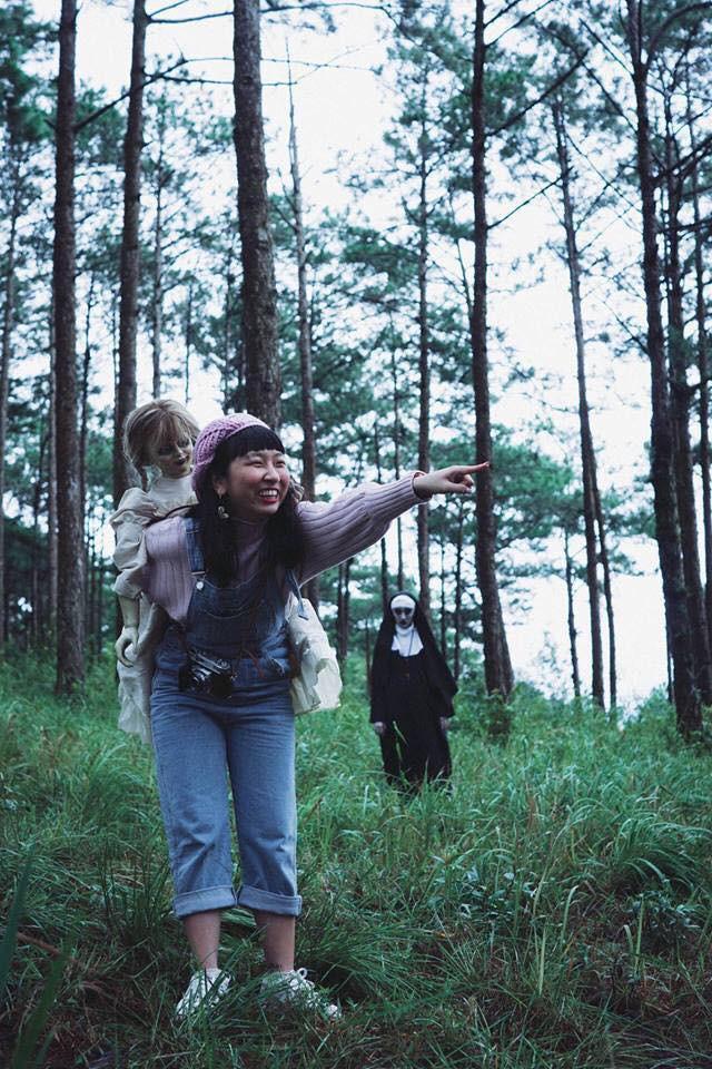 Bộ ảnh: Trên con xe tay ga, cô gái đưa Valak và Annabelle đi trốn nơi xa - Ảnh 5.