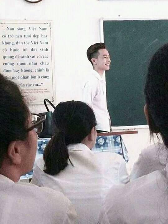 Đẹp xuất thần khi đứng lớp, trợ giảng tiếng Hàn bị xin link nhiều nhất hôm nay! - Ảnh 2.