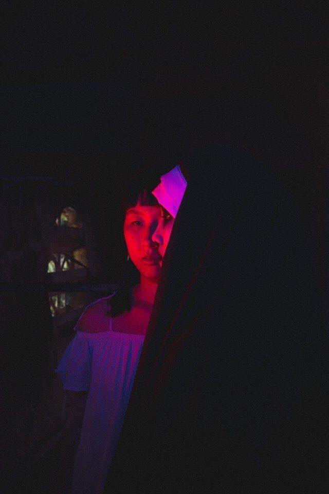 Bộ ảnh: Trên con xe tay ga, cô gái đưa Valak và Annabelle đi trốn nơi xa - Ảnh 11.