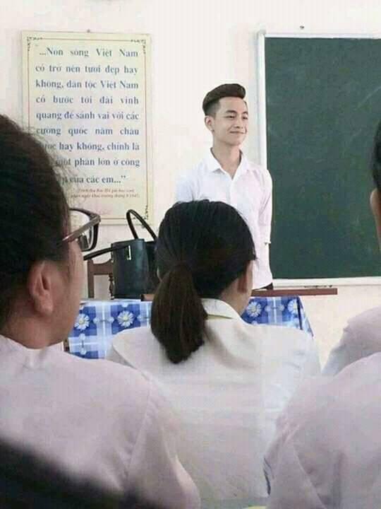 Đẹp xuất thần khi đứng lớp, trợ giảng tiếng Hàn bị xin link nhiều nhất hôm nay! - Ảnh 1.