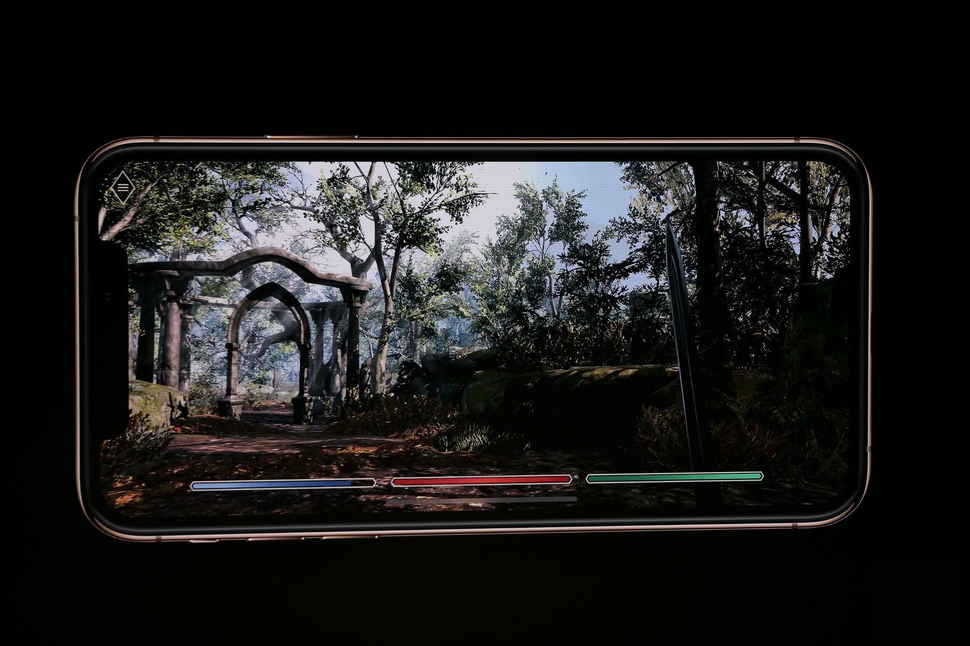 iPhone Xs/Xs Max ra mắt: Màn hình lớn nhất thị trường, thêm màu vàng sang chảnh, chụp ảnh đẹp hơn, có 2 SIM, 512GB dung lượng - Ảnh 8.