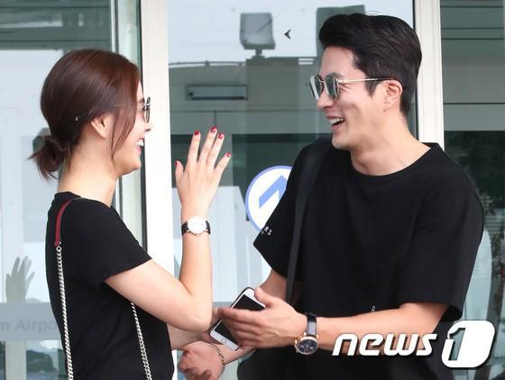 Công khai hẹn hò, kết hôn, sự nghiệp 4 diễn viên Hàn này có bị hủy hoại như Hyuna, EDawn? - Ảnh 2.