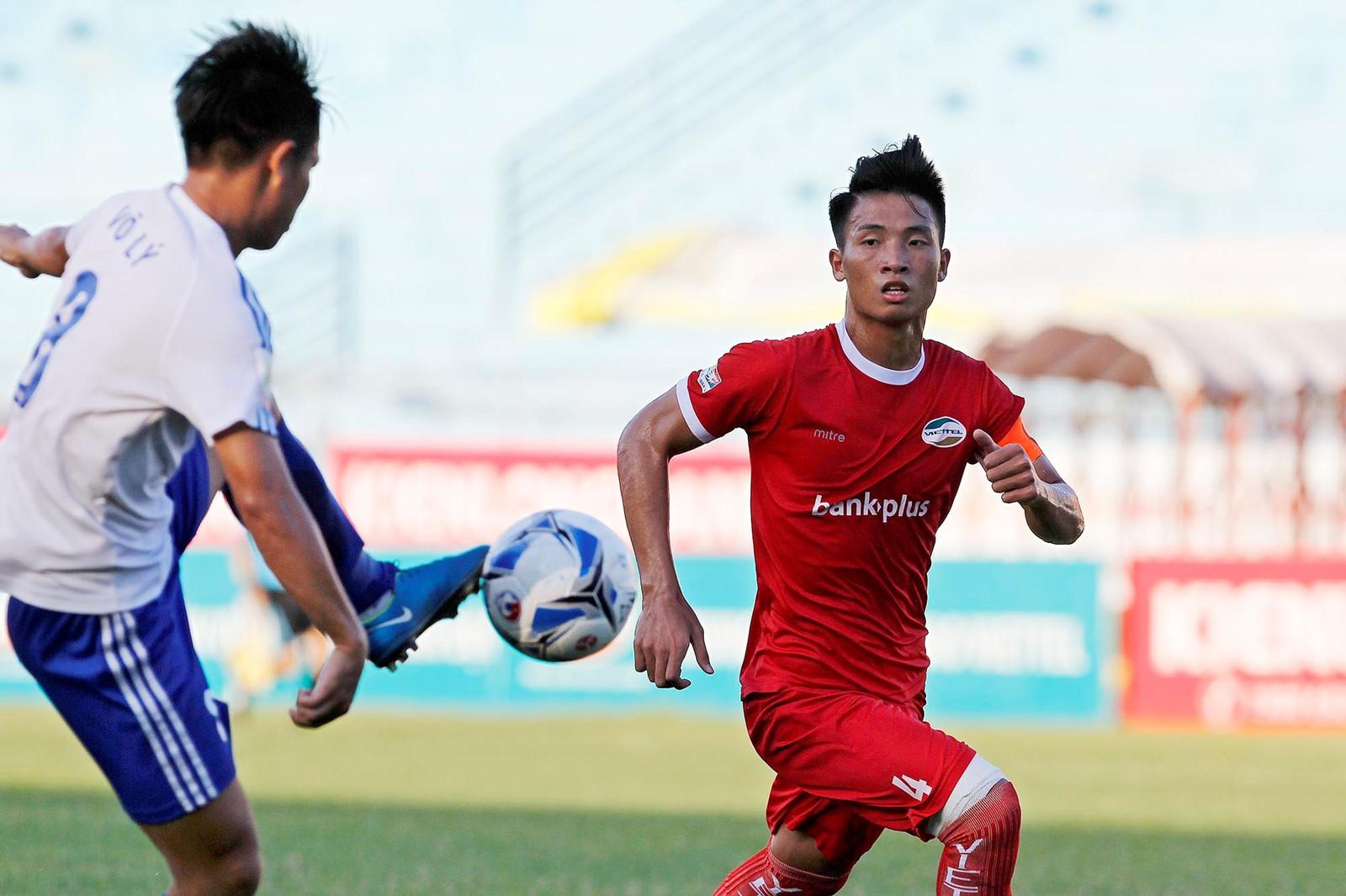 Trung vệ Bùi Tiến Dũng chờ ngày lên chơi V.League, đối đầu các đồng đội U23 Việt Nam - Ảnh 2.