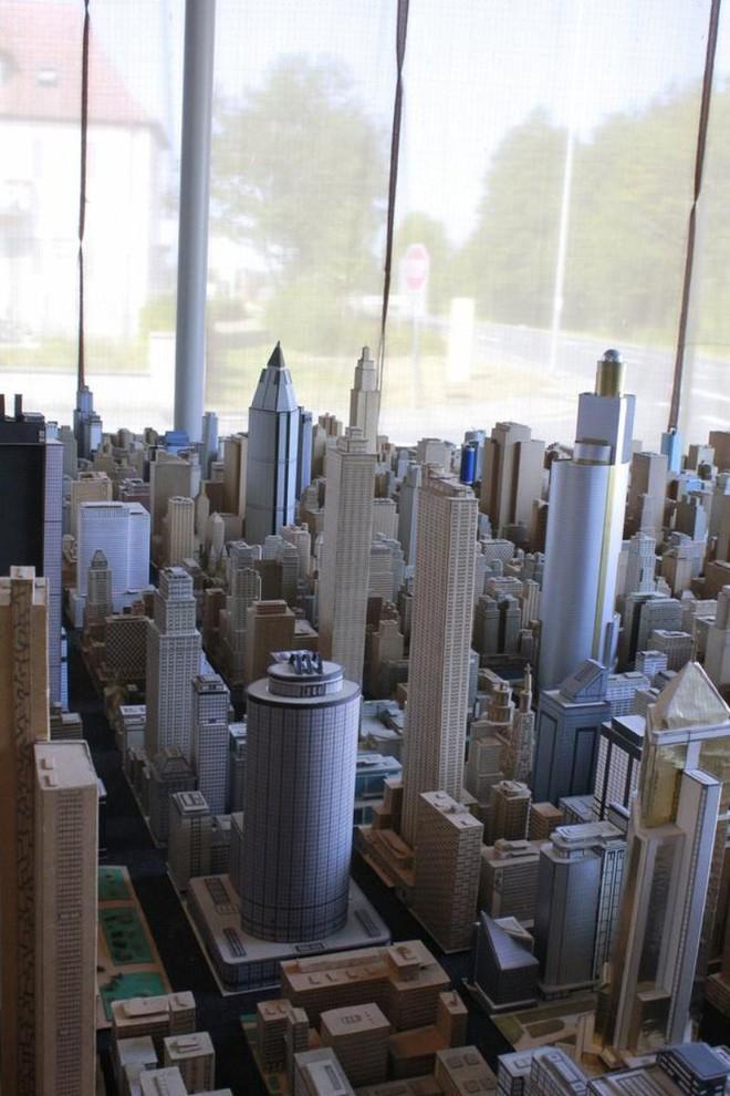 Choáng ngợp với mô hình thành phố mini siêu chi tiết được tạo nên bởi cụ ông 78 tuổi trong suốt hơn 65 năm - Ảnh 18.