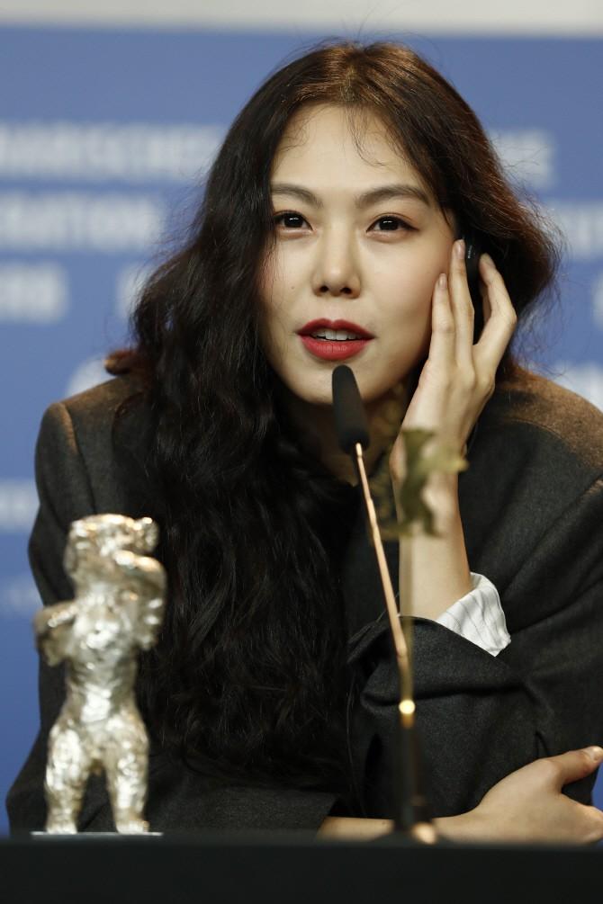 Công khai hẹn hò, kết hôn, sự nghiệp 4 diễn viên Hàn này có bị hủy hoại như Hyuna, EDawn? - Ảnh 11.