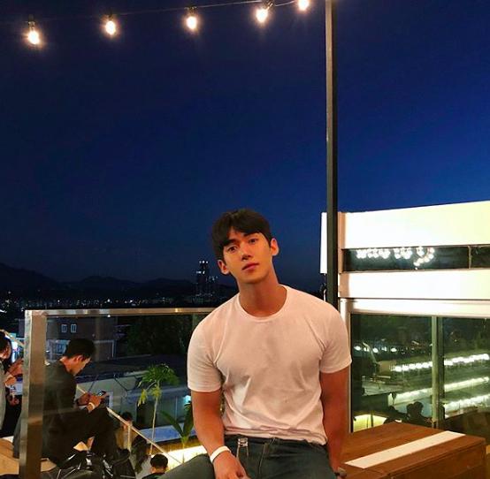 YouTuber mới nổi Hàn Quốc cao 1m84, được xem là chuẩn bạn trai mơ ước của mọi cô gái! - Ảnh 1.