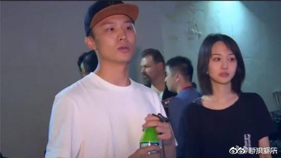 Bạn trai CEO hộ tống Trịnh Sảng sang Nhật quay phim, nắm chặt tay nhau không rời khi đi trên phố - Ảnh 3.