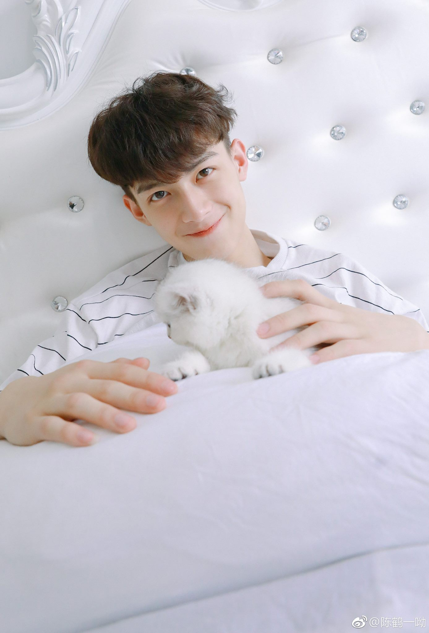 Rung rinh trước gương mặt trẻ thơ của hot boy Trung Quốc sinh năm 1999 đang nổi như cồn trên MXH Việt - Ảnh 3.