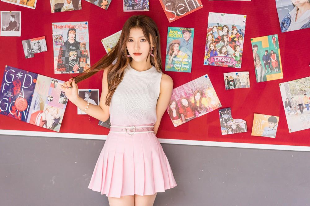 Vắng hotboy Tùng Maru, Han Sara viết tiếp phần 2 chuyện tình tuổi teen trong MV có tựa đề siêu lầy - Ảnh 2.