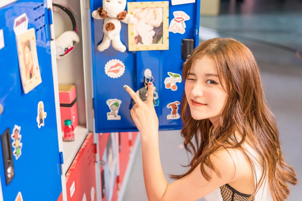 Vắng hotboy Tùng Maru, Han Sara viết tiếp phần 2 chuyện tình tuổi teen trong MV có tựa đề siêu lầy - Ảnh 3.