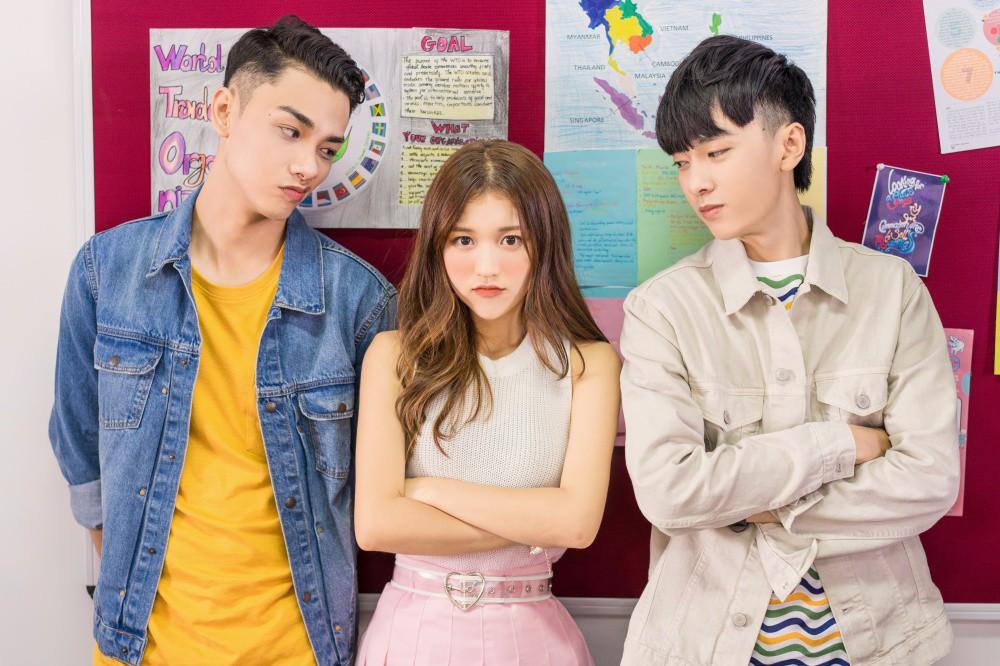 Vắng hotboy Tùng Maru, Han Sara viết tiếp phần 2 chuyện tình tuổi teen trong MV có tựa đề siêu lầy - Ảnh 4.