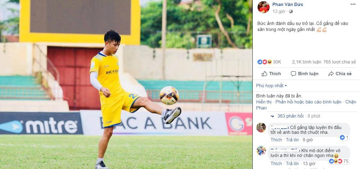 Phan Văn Đức cười tươi trên sân tập, tự tin kịp hồi phục dự AFF Cup 2018 - Ảnh 1.