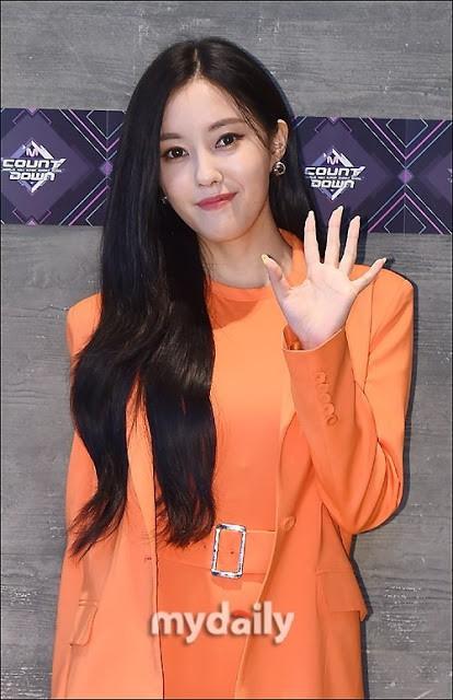 Hyomin và bộ trang phục trông như cosplay củ cà rốt khi xuất hiện tại M!Countdown - Ảnh 1.