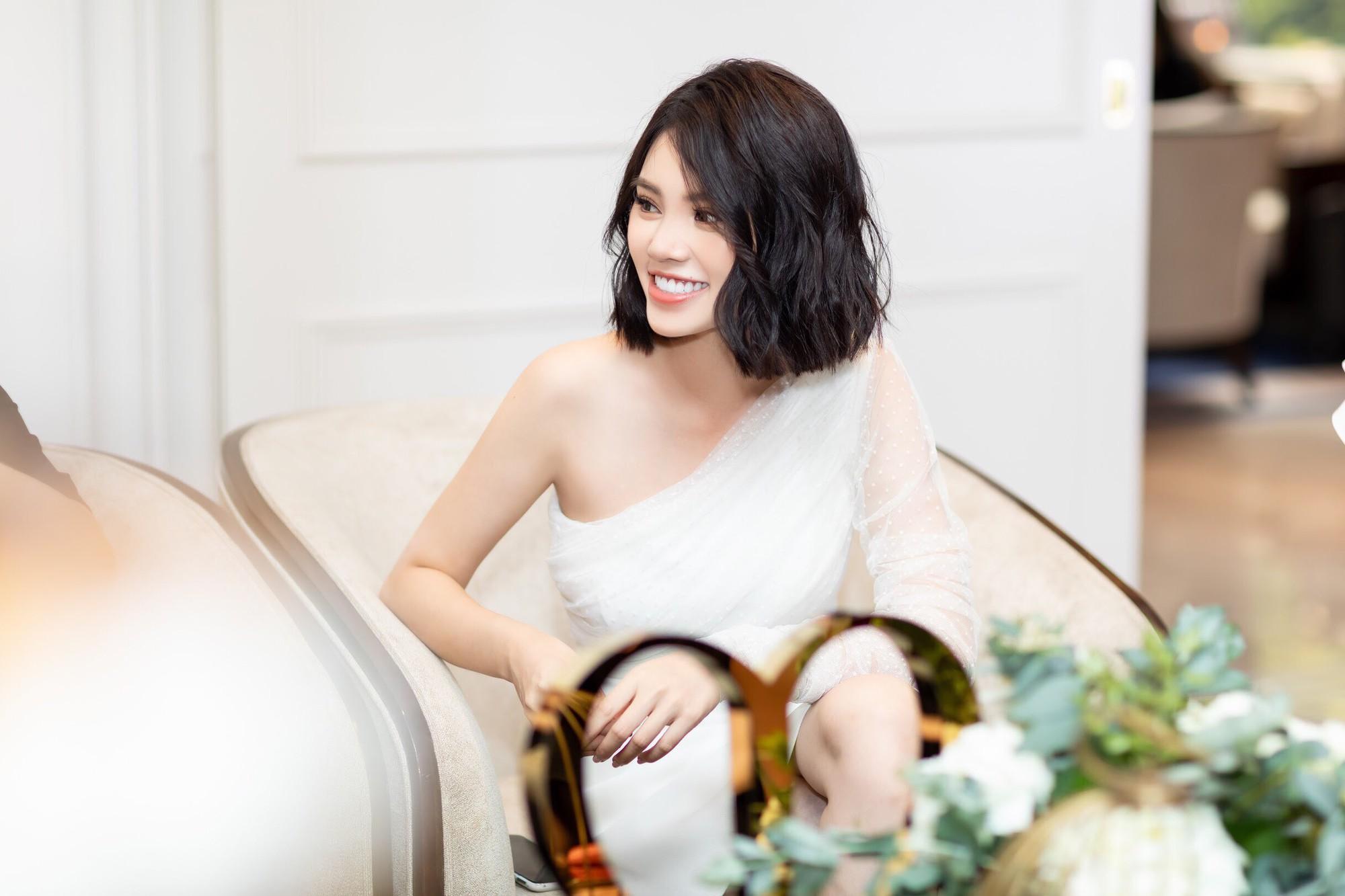 Thẳng tay cắt bỏ mái tóc dài để 20 năm, Hoa hậu Jolie Nguyễn vẫn gây thương nhớ với tóc ngắn cá tính - Ảnh 5.