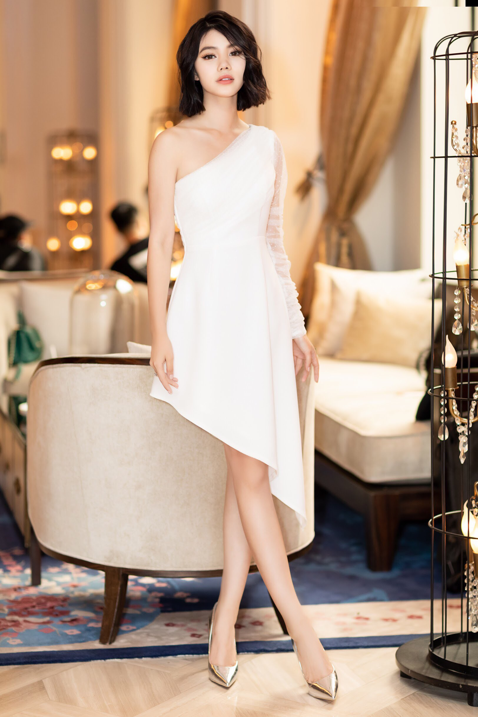 Thẳng tay cắt bỏ mái tóc dài để 20 năm, Hoa hậu Jolie Nguyễn vẫn gây thương nhớ với tóc ngắn cá tính - Ảnh 1.