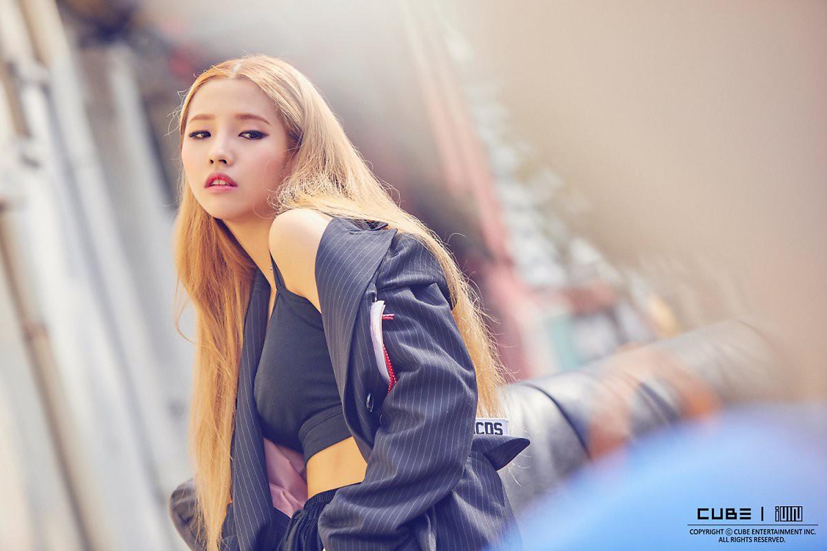 Vì sao CUBE đuổi Hyuna sau scandal hẹn hò với E'Dawn? - Ảnh 2.