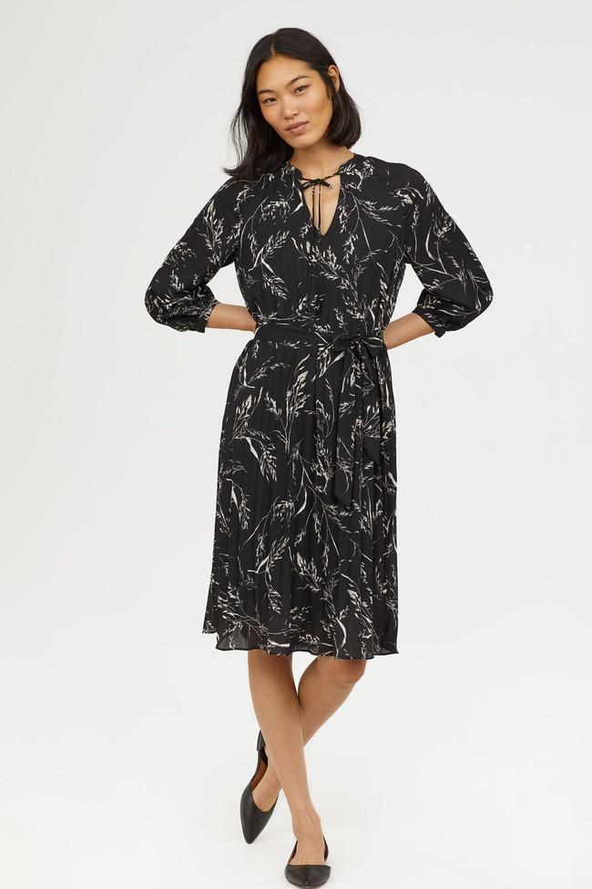 Duyên dáng như Hà Hồ diện váy liền dạo phố đón nắng thu, Zara và H&M cũng gợi ý 10 mẫu váy midi siêu nữ tính dành riêng cho bạn - Ảnh 12.
