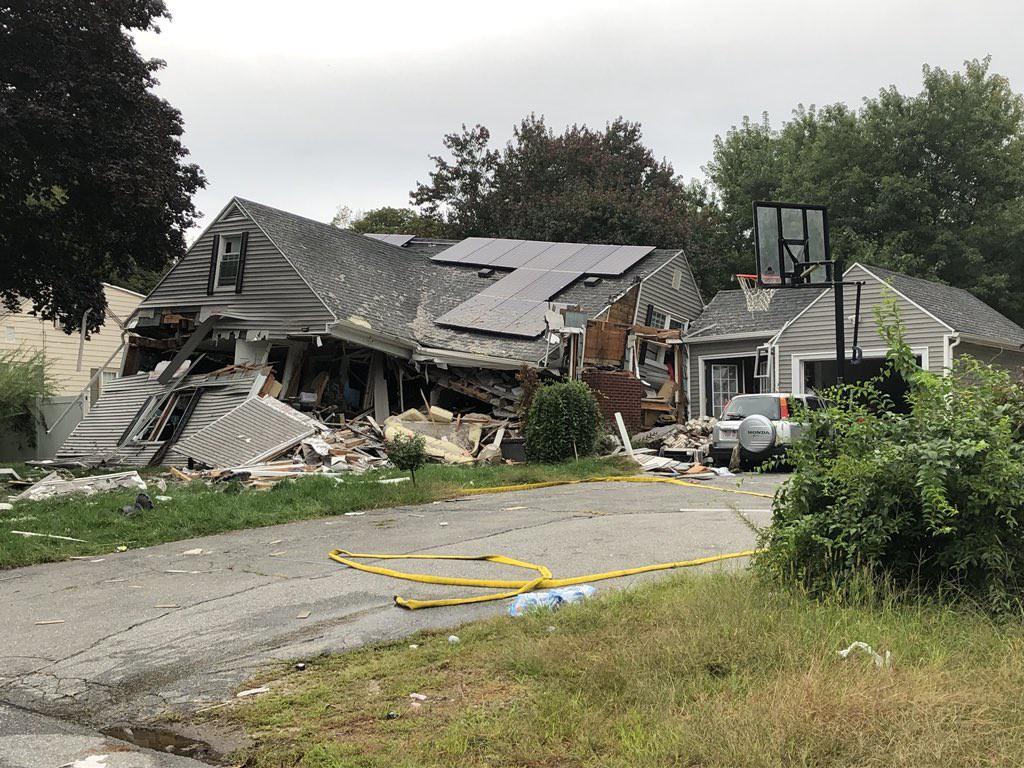 Hiện trường vụ 70 ngôi nhà cháy ngùn ngụt ở Mỹ nghi do nổ đường ống dẫn ga - Ảnh 4.