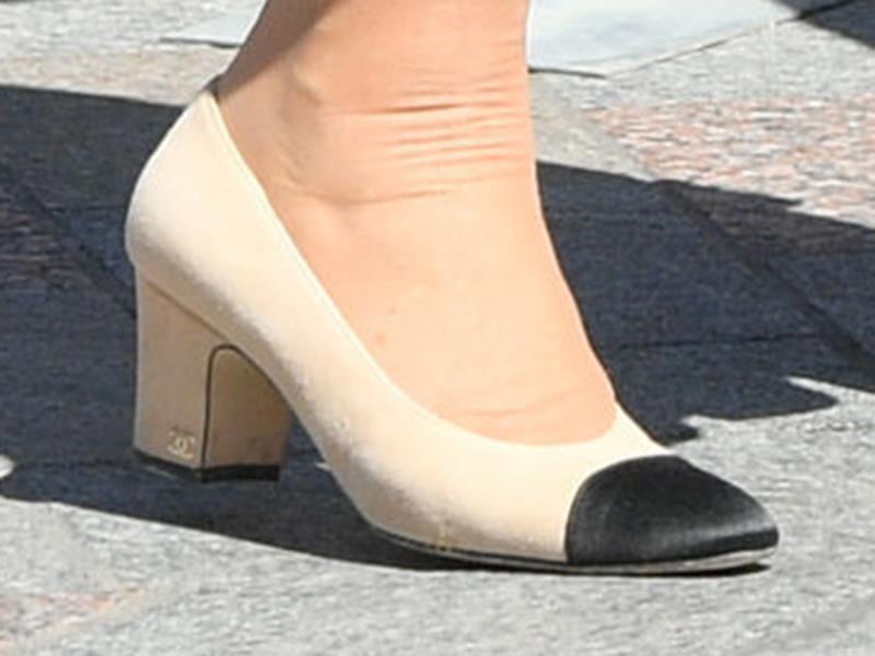 """Rất chăm diện mẫu giày mà Công nương Diana từng đoạn tuyệt, bà Camilla có lẽ là nữ tình địch """"chẳng phải dạng vừa"""" - Ảnh 7."""