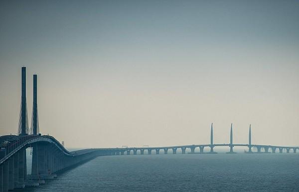 Chuyên gia lo ngại bão Mangkhut làm sập cây cầu dài nhất thế giới - Ảnh 2.