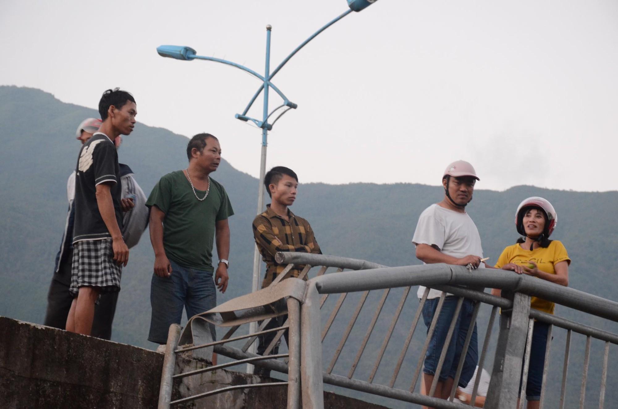 Nhân chứng kể lại vụ tai nạn 13 người chết ở Lai Châu: Trước khi gặp nạn, xe bồn bấm còi liên tục, tài xế mở cửa hét lớn - Ảnh 4.