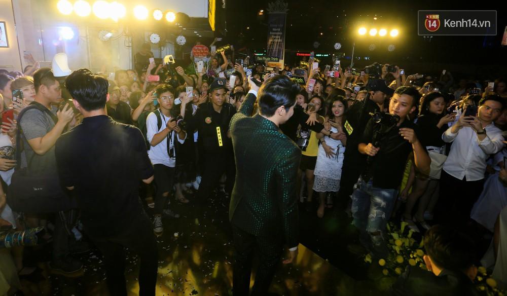 Noo Phước Thịnh gây tắc nghẽn đường phố Hà Nội, hội ngộ My Sói Thu Quỳnh tại sự kiện - Ảnh 7.