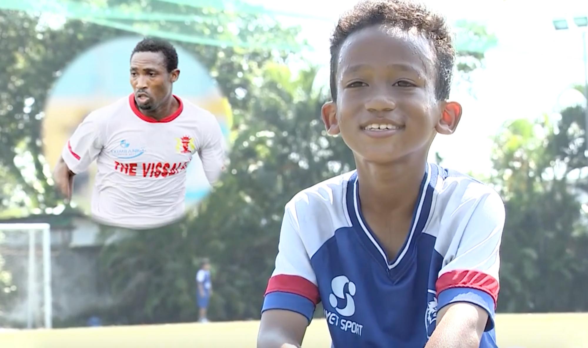 Con trai cầu thủ Đinh Hoàng Max khiến Hòa Minzy, Hiếu Hiền nghẹn ngào tại Cầu thủ nhí 2018 - Ảnh 2.