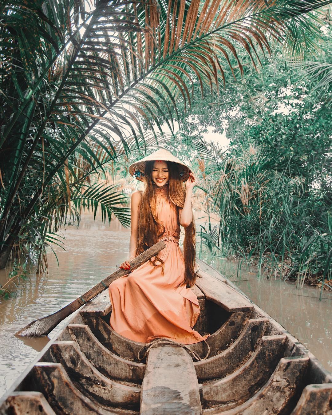 Thêm những bức ảnh đẹp mê mẩn của công chúa tóc mây Sarah Trần trong chuyến du hí Việt Nam - Ảnh 1.