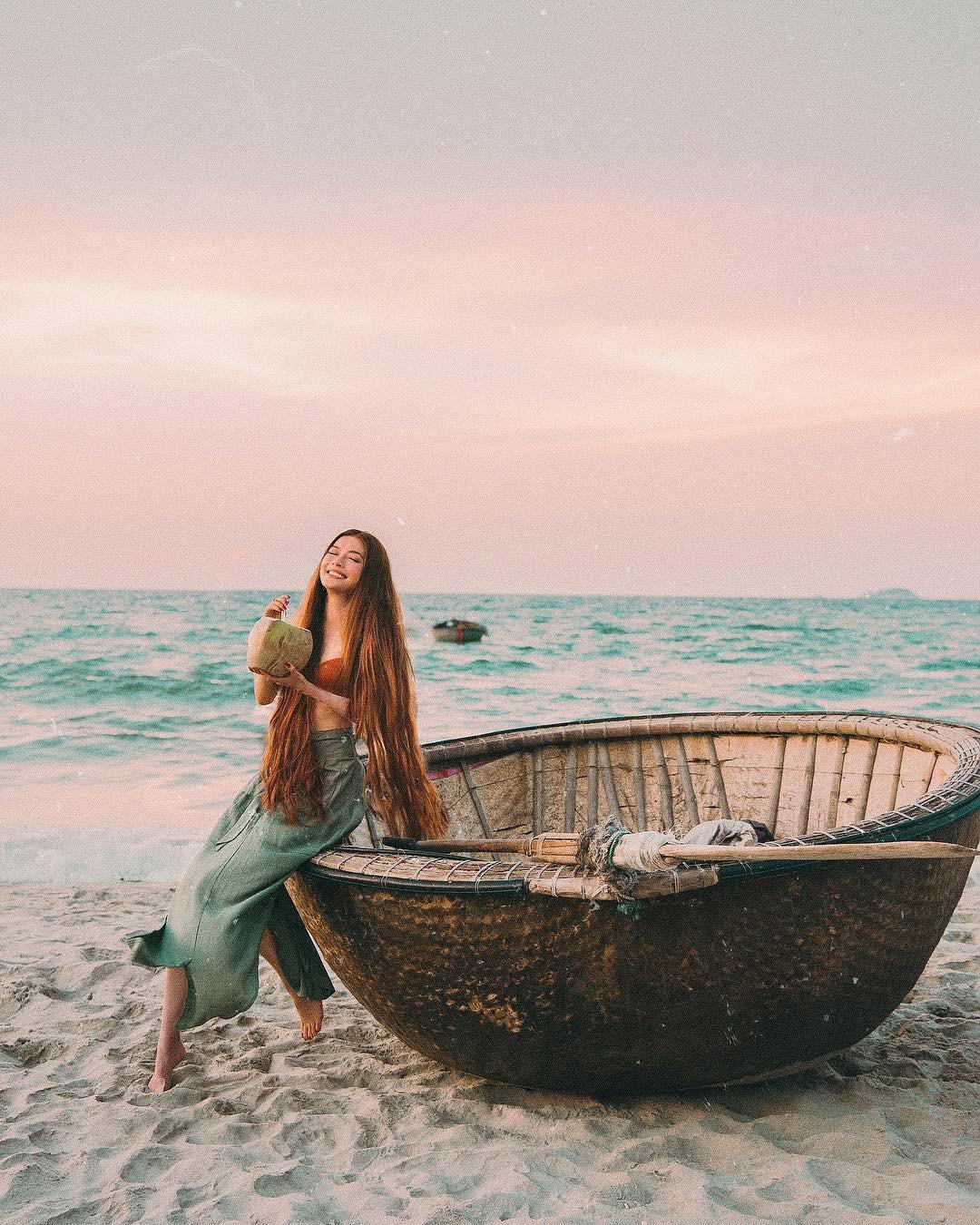 Thêm những bức ảnh đẹp mê mẩn của công chúa tóc mây Sarah Trần trong chuyến du hí Việt Nam - Ảnh 10.