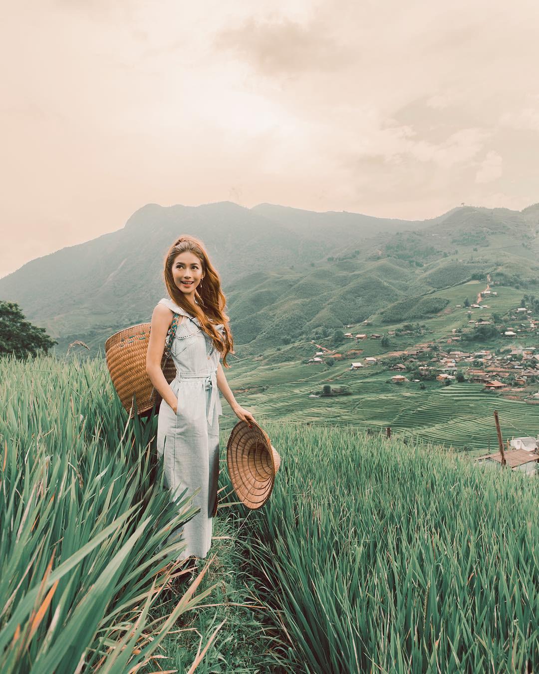 Thêm những bức ảnh đẹp mê mẩn của công chúa tóc mây Sarah Trần trong chuyến du hí Việt Nam - Ảnh 4.